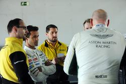 Paul Dalla Lana y Pedro Lamy, Aston Marting Racing con ingenieros de Dunlop