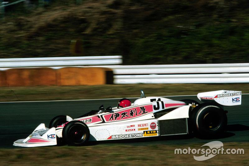 En la Fórmula 1, Noritake Takahara pilotó en Fuji, en 1977, un coche parcialmente rosa...