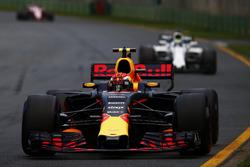 Max Verstappen, Red Bull Racing RB13, leads Felipe Massa, Williams FW40