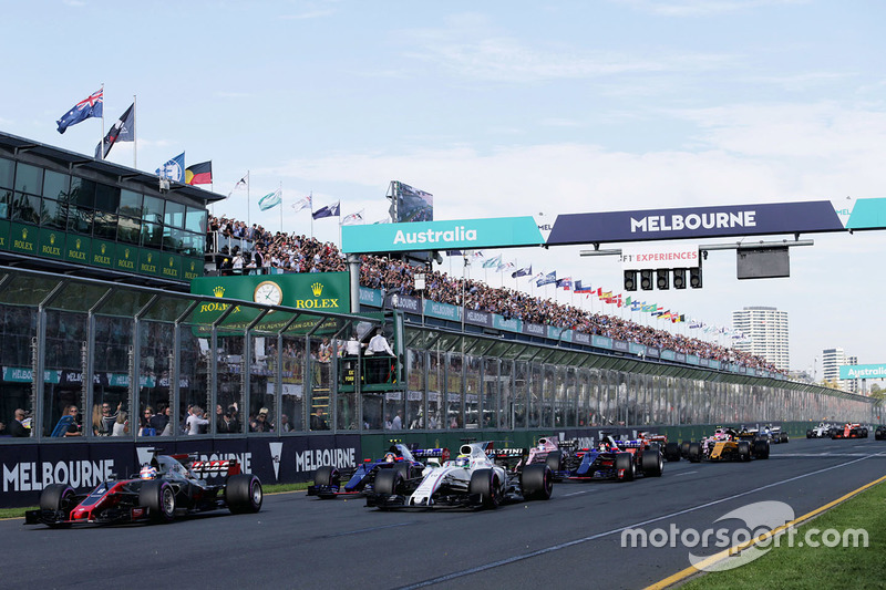 Romain Grosjean, Haas F1 Team, VF-17; Felipe Massa, Williams, FW40