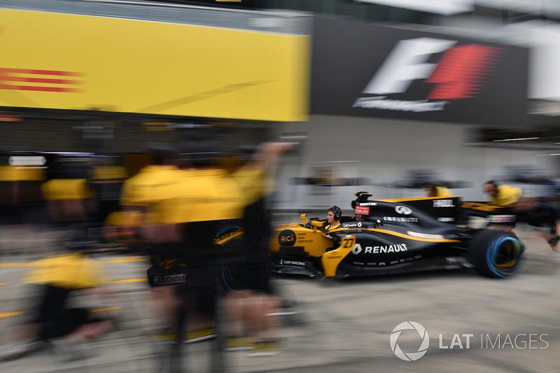 Renault Sport F1 Team тренує піт-стопи