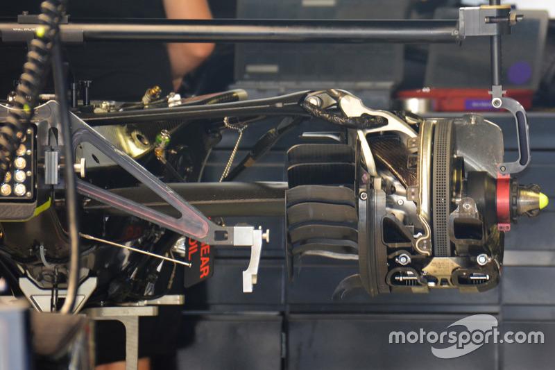 Mercedes AMG F1 W07 Hybrid, cambio e sospensione