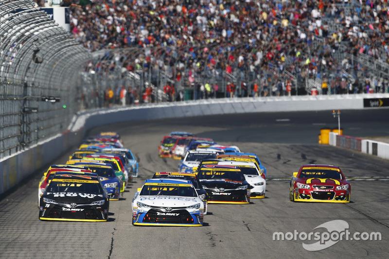 Start: Carl Edwards, Joe Gibbs Racing, Toyota, führt