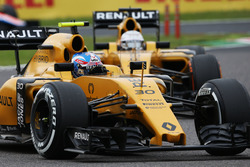 Джолион Палмер, Renault Sport F1 Team RS16 и Кевин Магнуссен, Renault Sport F1 Team RS16