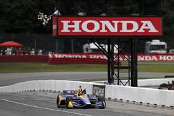 Alexander Rossi, Andretti Autosport Honda takes the win