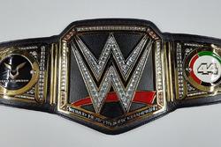 Sabuk WWE Lewis Hamilton