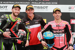 Le poleman Tom Sykes, Kawasaki Racing, le deuxième, Eugene Laverty, Milwaukee Aprilia, Troy Bayliss