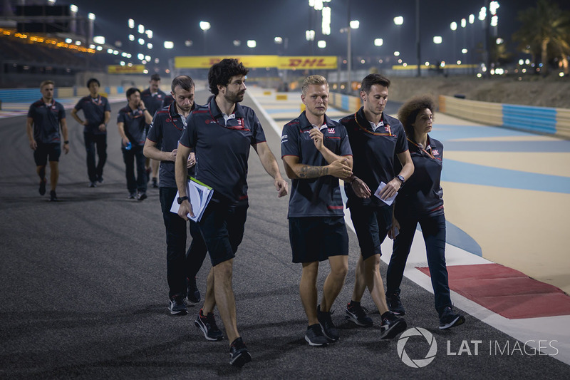 Kevin Magnussen, Haas F1 walks the track
