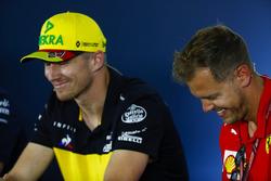 Nico Hulkenberg, Renault Sport F1 Team, e Sebastian Vettel, Ferrari, nella conferenza stampa