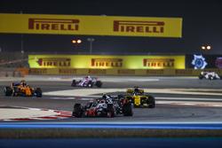 Kevin Magnussen, Haas F1 Team VF-18 Ferrari, Nico Hulkenberg, Renault Sport F1 Team R.S. 18, and Fernando Alonso, McLaren MCL33 Renault
