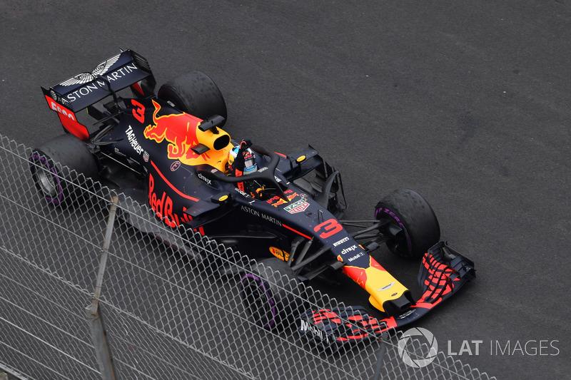 Il vincitore della gara Daniel Ricciardo, Red Bull Racing RB14, festeggia