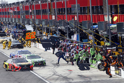 Martin Truex Jr., Furniture Row Racing, Toyota Camry Bass Pro Shops/5-hour ENERGY, Kyle Busch, Joe Gibbs Racing, Toyota Camry Interstate Batteries pit stop