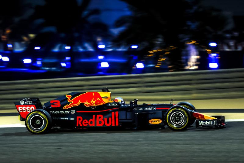De Red Bull RB14 zonder halo