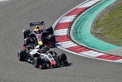 Romain Grosjean, Haas F1 Team VF-18 and Daniel Ricciardo, Red Bull Racing RB14