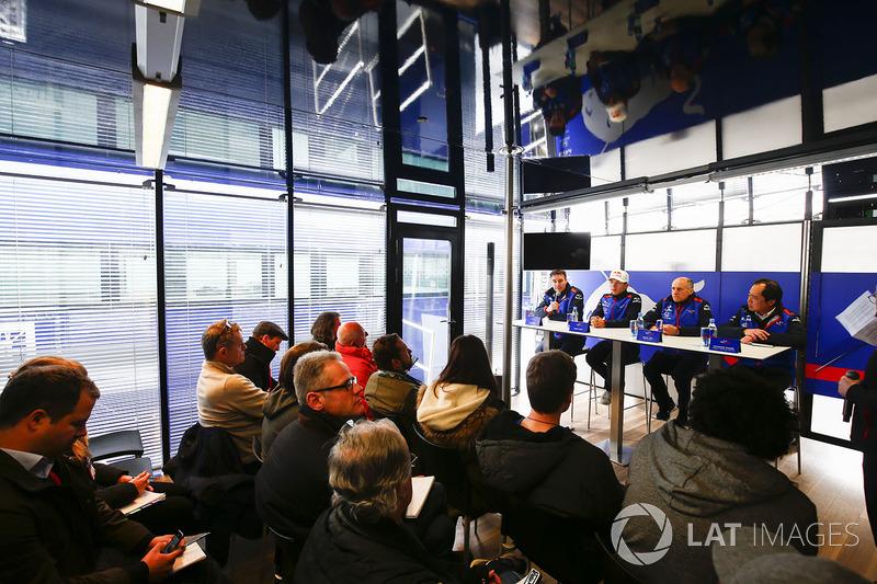Джеймс Кі, технічний директор Scuderia Toro Rosso, П'єр Гаслі, Scuderia Toro Rosso, Франц Тост, кері