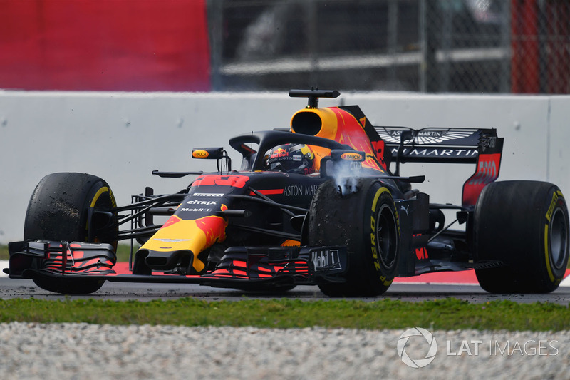 Max Verstappen, Red Bull Racing RB14 spin