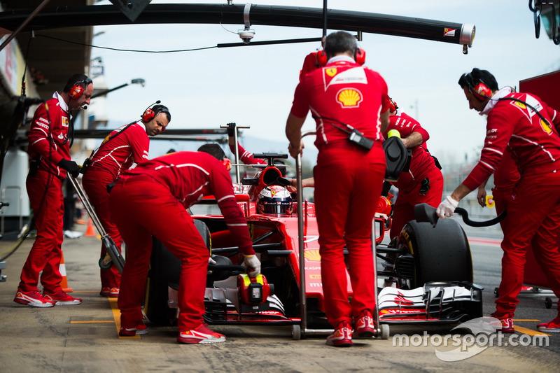 Kimi Raikkonen, Ferrari SF70H en el pitlane