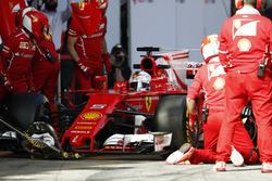 Себастьян Феттель, Ferrari SF70H, робить піт-стоп