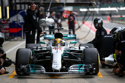 Lewis Hamilton, Mercedes AMG F1 makes a pitstop