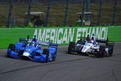 Тони Канаан, Chip Ganassi Racing Honda, и Эд Джонс, Dale Coyne Racing Honda