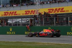 Max Verstappen, Red Bull Racing RB13 crosses the line