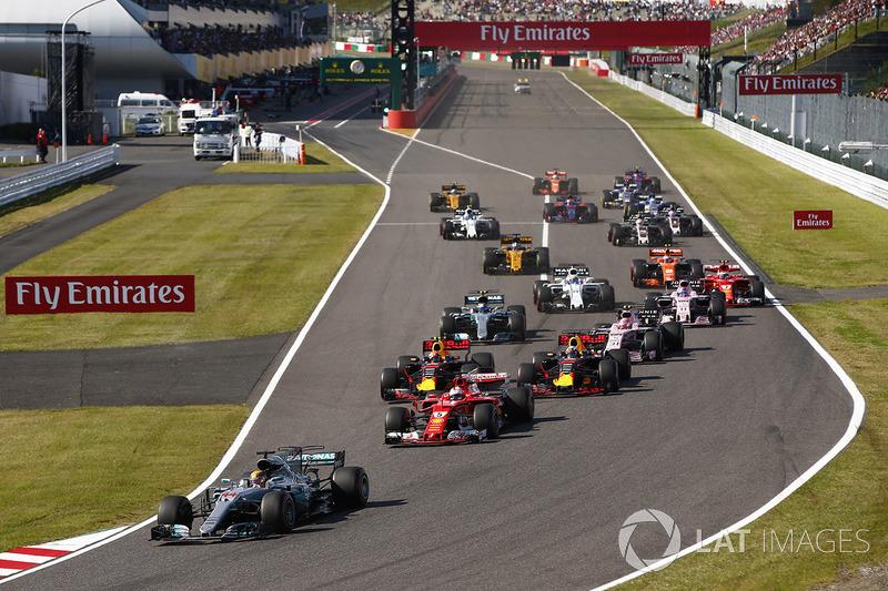 Lewis Hamilton, Mercedes AMG F1 W08, Sebastian Vettel, Ferrari SF70H, Max Verstappen, Red Bull Racing RB13, Daniel Ricciardo, Red Bull Racing RB13, Esteban Ocon, Sahara Force India F1 VJM10, Valtteri Bottas, Mercedes AMG F1 W08, the rest of the field at th