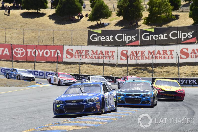 Jimmie Johnson, Hendrick Motorsports Chevrolet, Michael McDowell, Leavine Family Racing Chevrolet, J