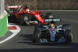 Льюис Хэмилтон, Mercedes AMG F1 W08, Себастьян Феттель, Ferrari SF70H