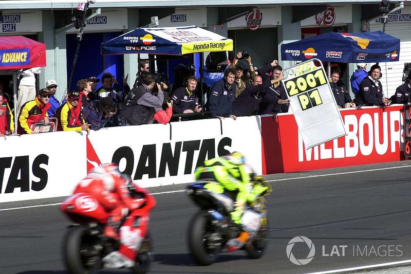 Phillip Island 2001: Campeón del Mundo de 500 cc con una motocicleta satélite