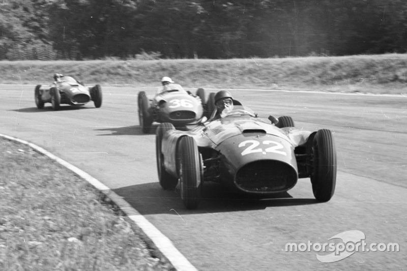 1956: Fangio, su rival le deja ganar el título