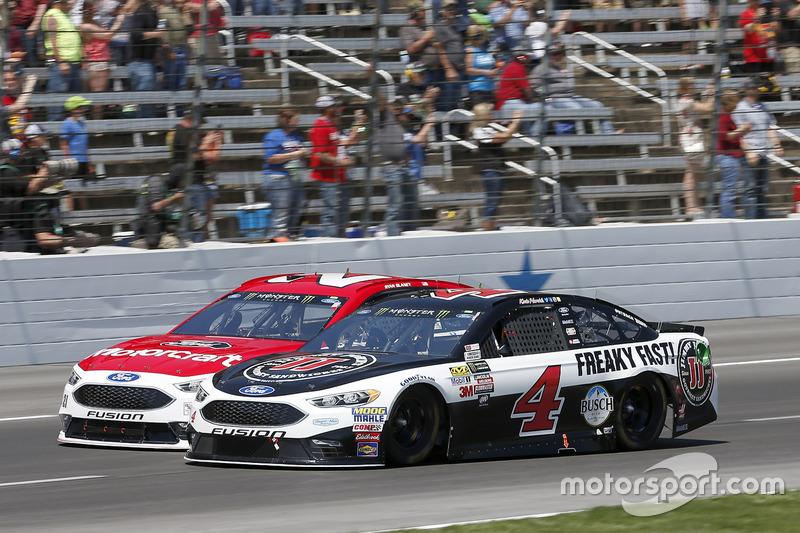 Ryan Blaney, Wood Brothers Racing, Ford; Kevin Harvick, Stewart-Haas Racing, Ford