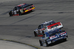Кайл Бенджамин, Joe Gibbs Racing Toyota, Сэм Хорниш-мл., Discount Tire Ford Mustang и Бреннан Пул, Chip Ganassi Racing Chevrolet