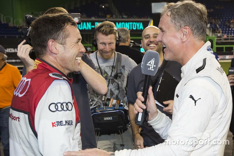 Tom Kristensen, con David Coulthard y los medios