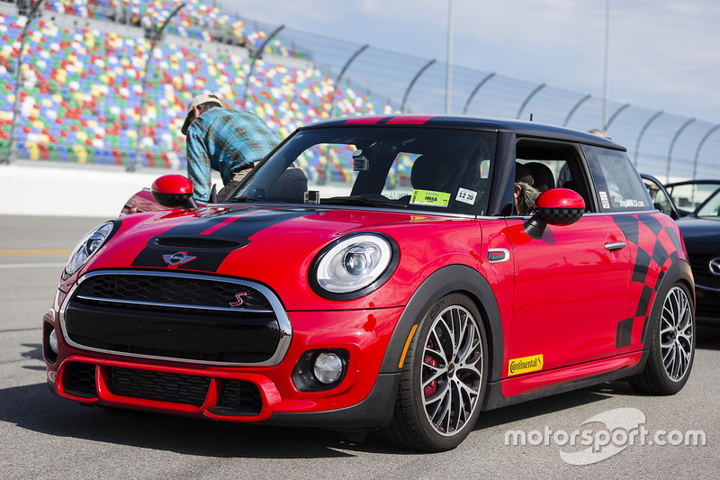 MINI hot lap rides