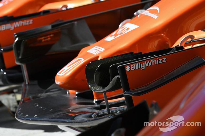 #BillyWhizz en el alerón delantero del McLaren MCL32