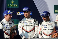 Подіум: друге місце Ніл Яні, Андре Лоттерер, Нік Тенді, Porsche Team