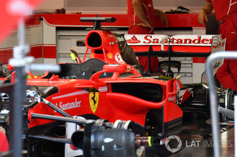 Ferrari SF70H, in der Garage