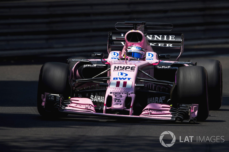 Sergio Perez, Sahara Force India F1 VJM10, a broken front wing
