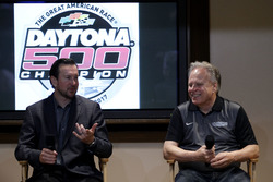 Kurt Busch, Stewart-Haas Racing Ford and Gene Haas, Team owner Stewart-Haas Racing
