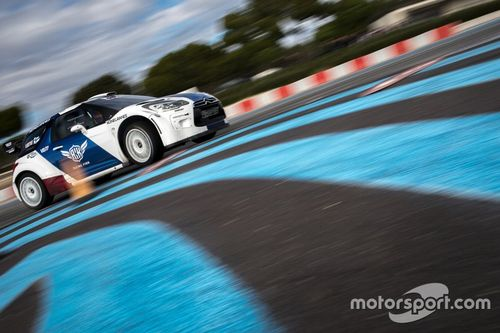 Valtteri Bottas testa carro de rali em Paul Ricard