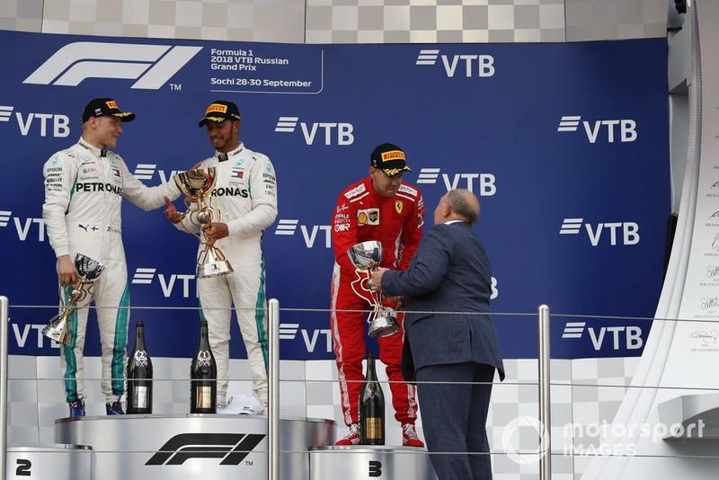Podyum: 3. Sebastian Vettel, Ferrari ve Viktor Kiryanov, Rusya Otomobil Spoerları Federayonu başkanı