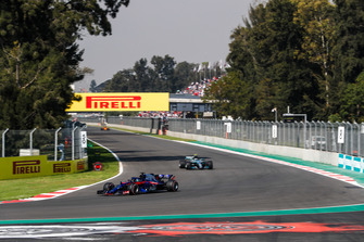 Brendon Hartley, Toro Rosso STR13, leads Valtteri Bottas, Mercedes AMG F1 W09 EQ Power+