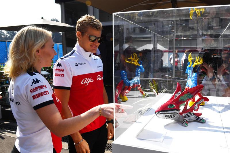 Marcus Ericsson, Sauber and Ruth Buscombe, Sauber Race Strategist look at Paddock display