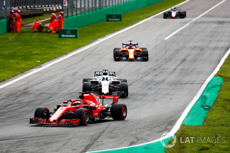 Sebastian Vettel, Ferrari SF71H, davanti a Lance Stroll, Williams FW41, Fernando Alonso, McLaren MCL33, eKevin Magnussen, Haas F1 Team VF-18