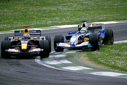 Felipe Massa, Sauber Petronas C24 attempts to overtake David Coulthard, Red Bull Racing Cosworth RB1