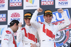 Подіум: переможці Робін Фряйнс, Стюарт Леонард і Дріс Вантор, Audi Sport Team WRT