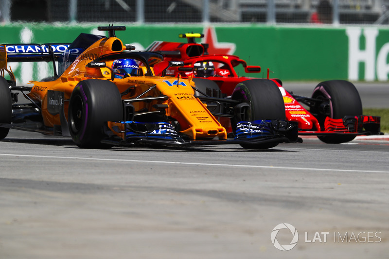 Fernando Alonso, McLaren MCL33, leads Kimi Raikkonen, Ferrari SF71H