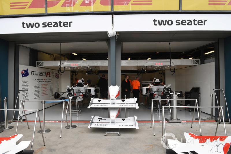 Çift koltuklu F1 deneyimi garajı