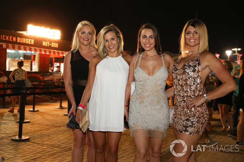 chicas at gp de abu dhabi