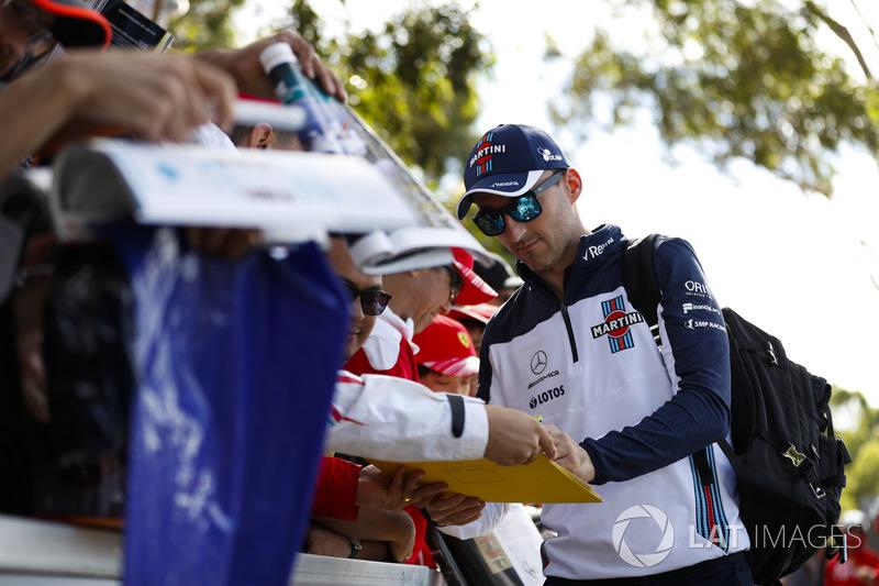 Robert Kubica, Williams Martini Racing, firma autógrafos para los fans